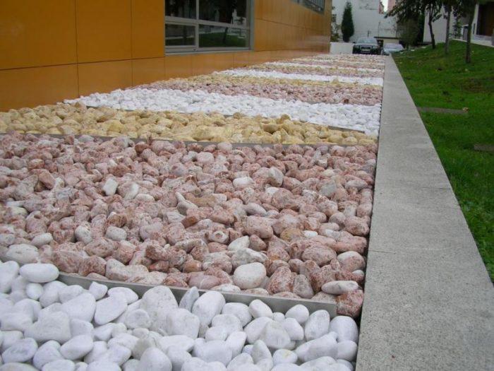 pierres de couleur jardin