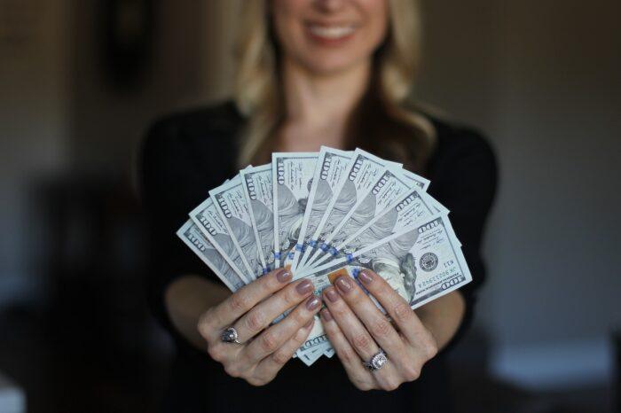 Être client d'une banque en ligne sans revenu minimum